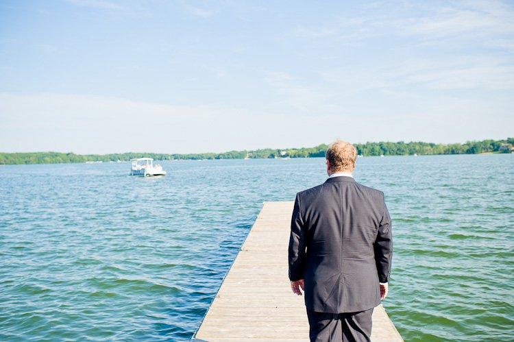 oconomowoc lake club wedding photos by milwaukee wedding photographer andy stenz
